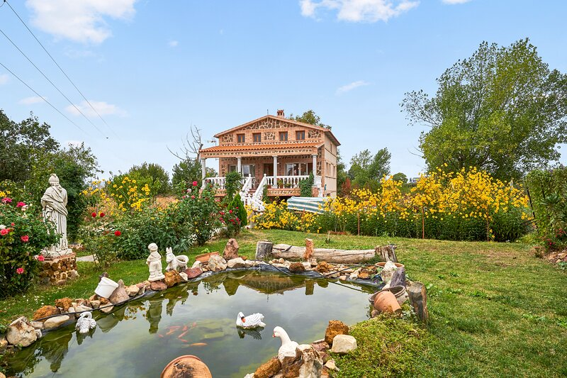 Nice villa with swimming-pool, holiday rental in Malagon
