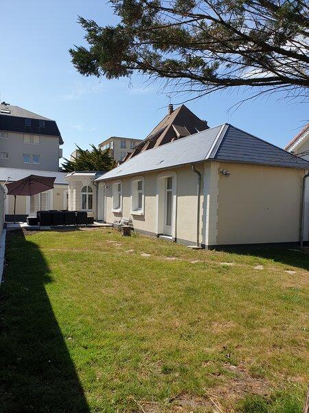 Superbe villa 110m2, à 50m de la plage et des commerces, holiday rental in Wimereux