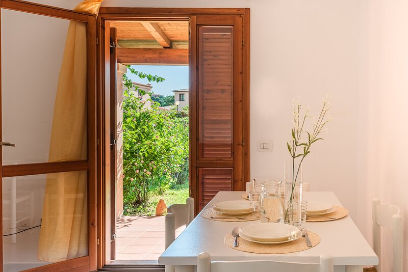 Appartamento Trilocale 4 persone Residenze Gallura, vacation rental in San Teodoro