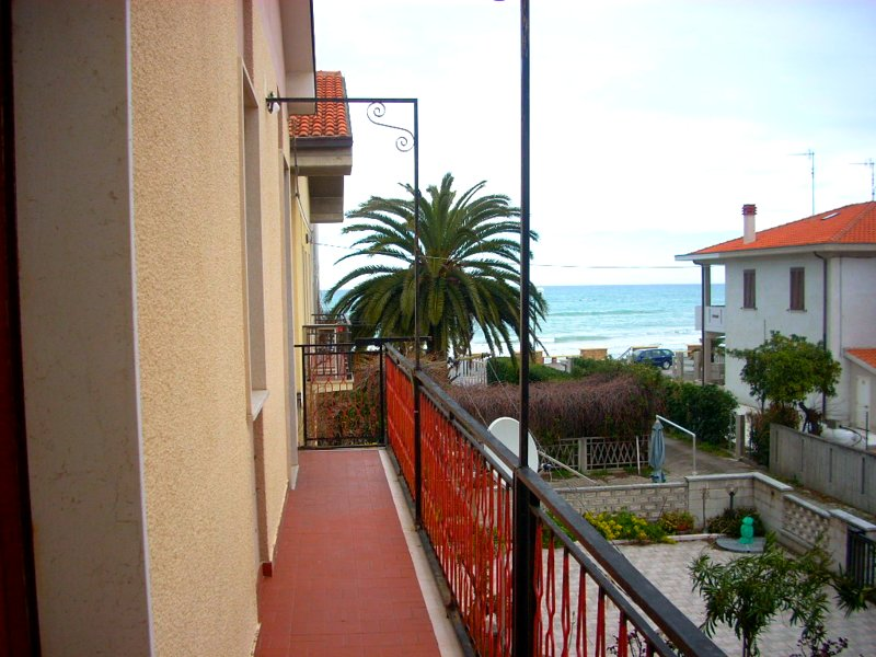 Nice house with sea view & balcony, vacation rental in Scerni
