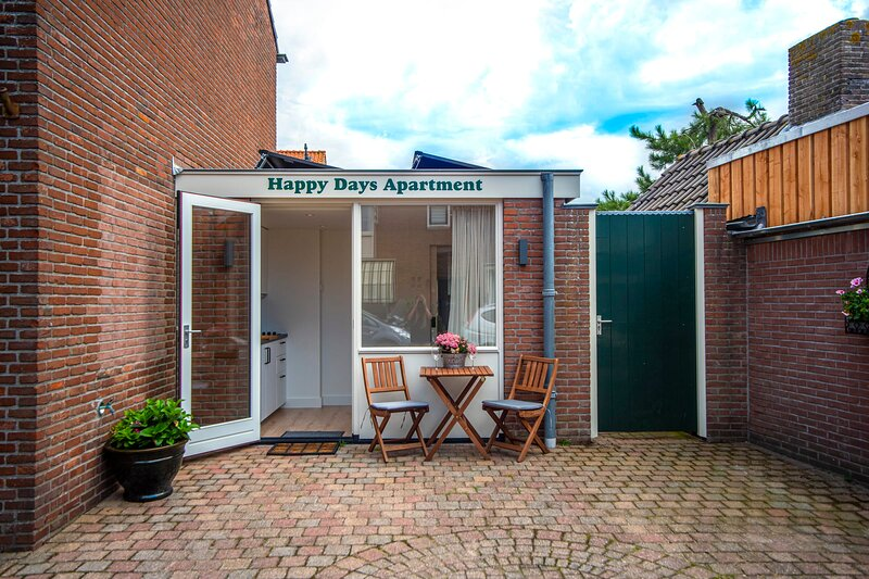 Happy Days holiday apartment Zandvoort - Free parking, vakantiewoning in Zandvoort