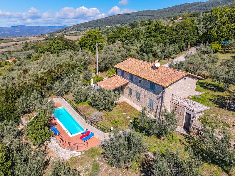 House with private pool 500 meter from Montecchio, panoramic views, holiday rental in Pozzo Ciolino