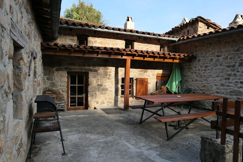 Amazing house with terrace, vacation rental in Boffres