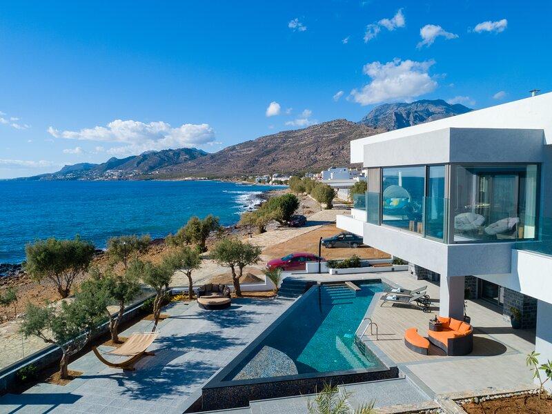 Seafront Moonlight villa in Southeast Crete, location de vacances à Koutsouras