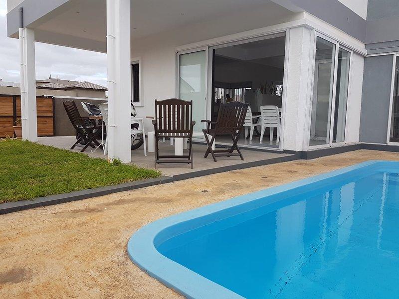 Spacious villa with swimming-pool, location de vacances à Pointe Aux Sables