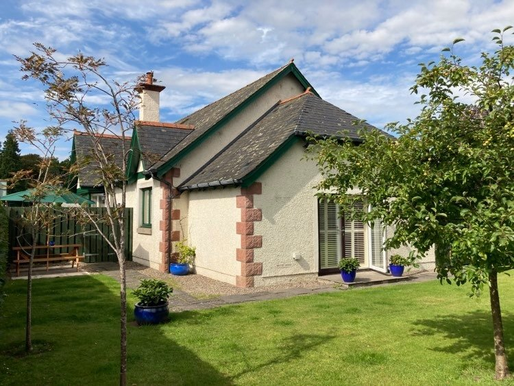 Meikleour Beechwood Cottage, holiday rental in Birnam