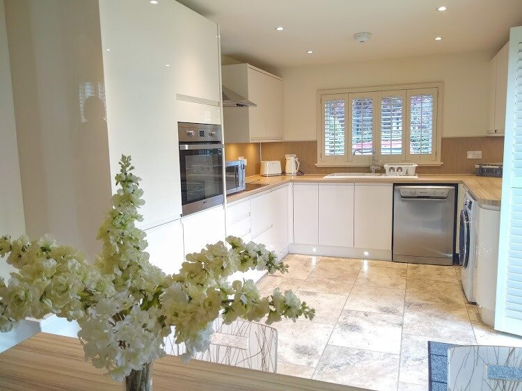 Modern Bright and Spacious Kitchen