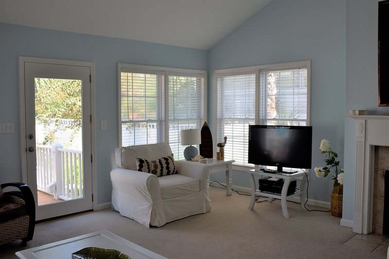Crowe's Beautiful Oceanside Cottage, holiday rental in Tybee Island