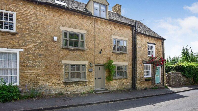 Browns Cottage, Charlbury sleeps 5 guests  in 3 bedrooms, Ferienwohnung in Ramsden