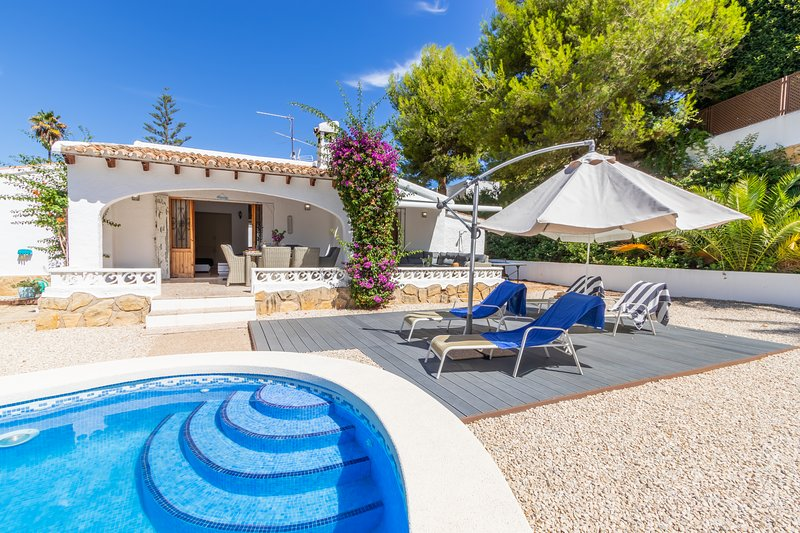 Casa Anita - charming 2 bed villa, private pool and garden, premier location, aluguéis de temporada em Moraira