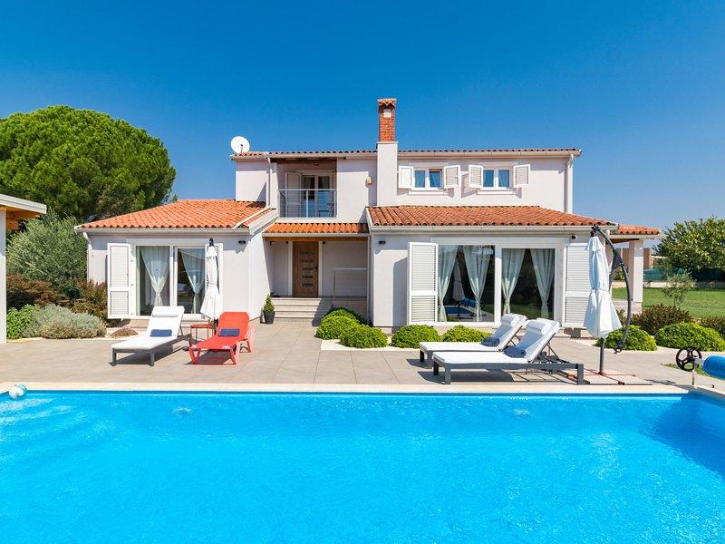 Villa Captains House (PUL577), holiday rental in Valbandon