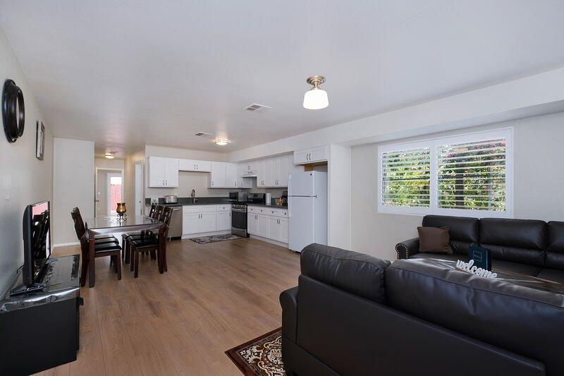 LA Retreat W/New Amenities- Close 2 Hotspots (Permit #- HSR19-001331), holiday rental in Los Angeles