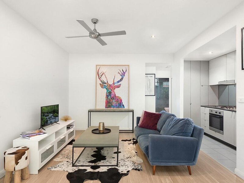 Convenient Apartment Close to Airport and City, vacation rental in Kingsgrove