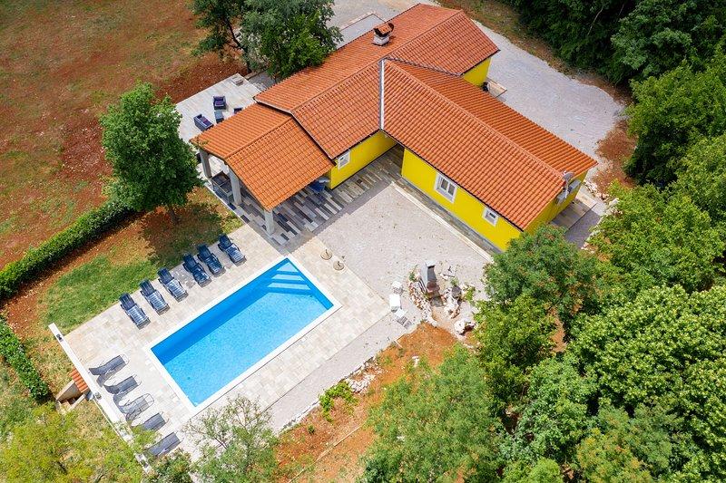 Private Villa in Zupanici near Rabac, casa vacanza a Zupanici