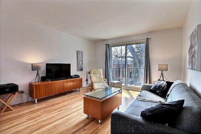 #176 Large, Impeccable and Bright Apartment, aluguéis de temporada em Repentigny