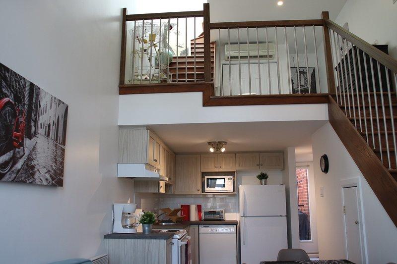 #255 Renovated Loft. Modern & Spacious, location de vacances à Saint-Bruno-de-Montarville