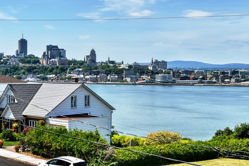 #633 - Breathtaking View on the River and on Old Quebec, vacation rental in Saint-Laurent-de-l'Ile-d'Orleans