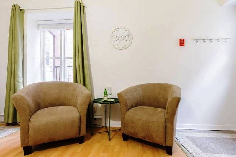 #654 In Trendy St-Jean-Baptiste - Quebec City, holiday rental in Levis