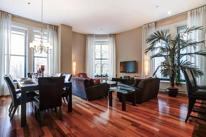 #158 Renovated & Tastefully Furnished Apartment in Old Montréal, vacation rental in Saint-Lambert