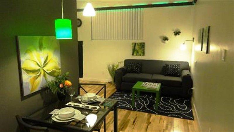 #405 Modern, Stunning APT in Downtown East, aluguéis de temporada em Repentigny