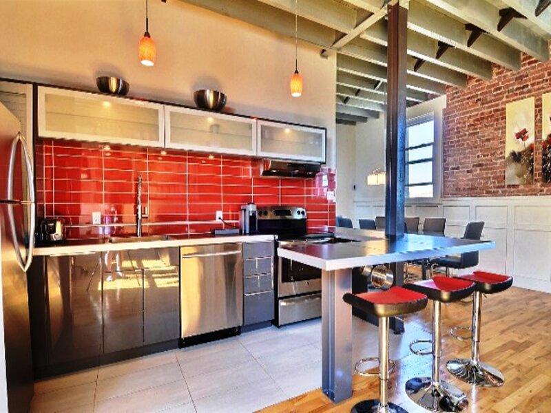 #284 Modern,  Gourmet Kitchen,High Ceilings (Brick), location de vacances à Saint-Bruno-de-Montarville