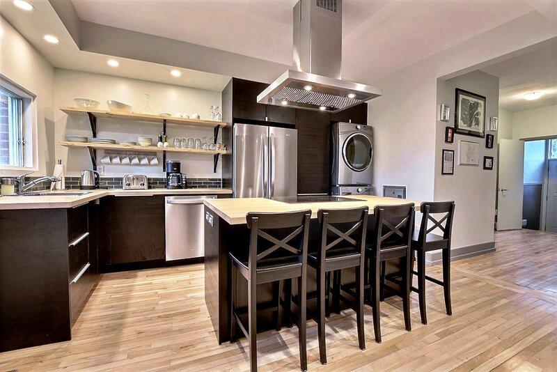 #180 Renovated APT with a Gourmet Kitchen, location de vacances à Saint-Bruno-de-Montarville