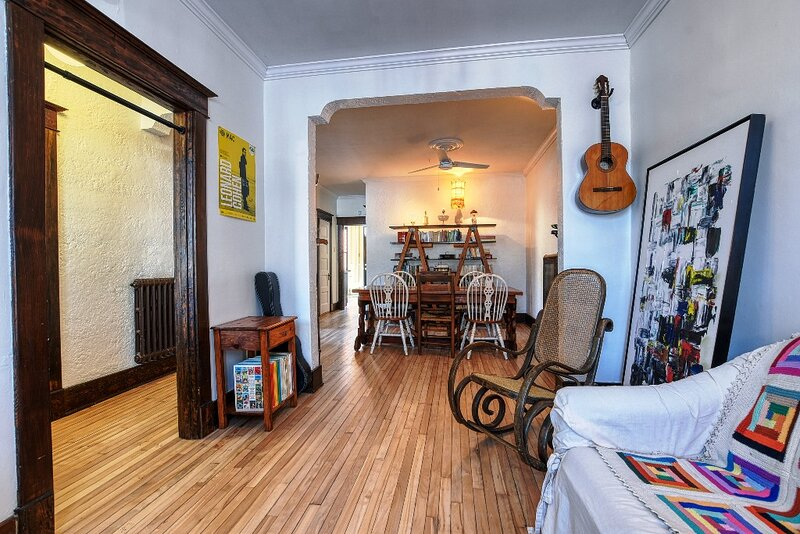 #399 - Stylish & Large Apt Great Neighbourhood, holiday rental in Pincourt