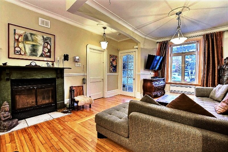 #339 Spacious & Stylish with Backyard (Olympic Stadium Area), holiday rental in Repentigny