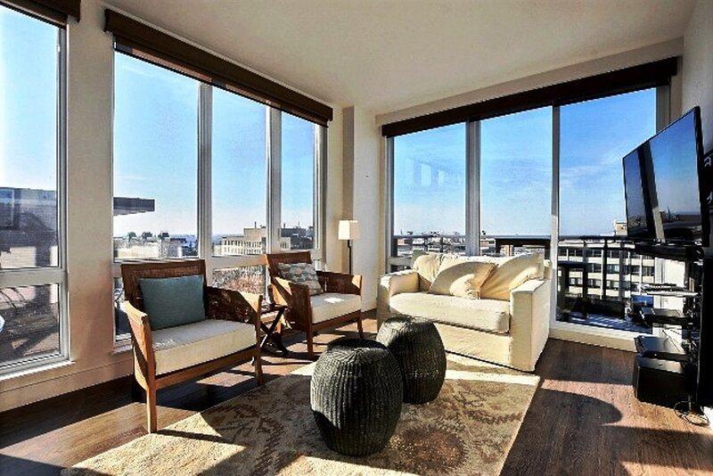 #239 Stunning APT with a Spectacular View, holiday rental in Mont-Royal