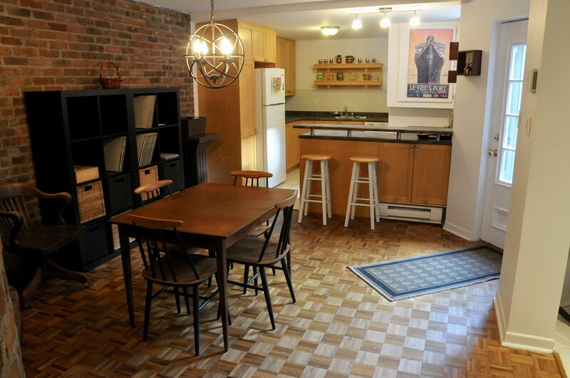 #233 Cozy, Tastefully Furnished APT in Downtown Montreal, location de vacances à Chateauguay