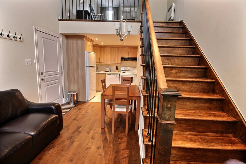 #256- Renovated Spacious Unit Close to River, vacation rental in Saint-Bruno-de-Montarville