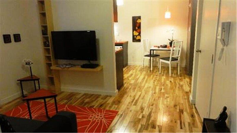 #328 Cozy with a lot of outdoor space, aluguéis de temporada em Repentigny