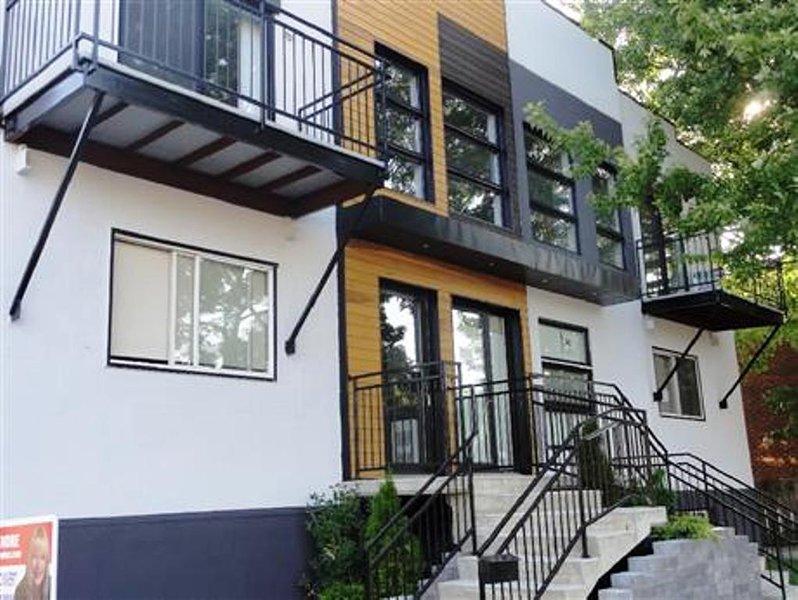 #182 Stunning Modern APT in Downtown East, aluguéis de temporada em Repentigny