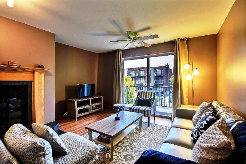 #460 Amazing 2 Bedroom APT in Montreal, holiday rental in Repentigny