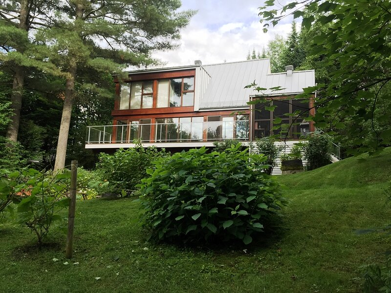 #622 Must See! Gorgeous  House in Wooded Area, holiday rental in Saint-Raymond