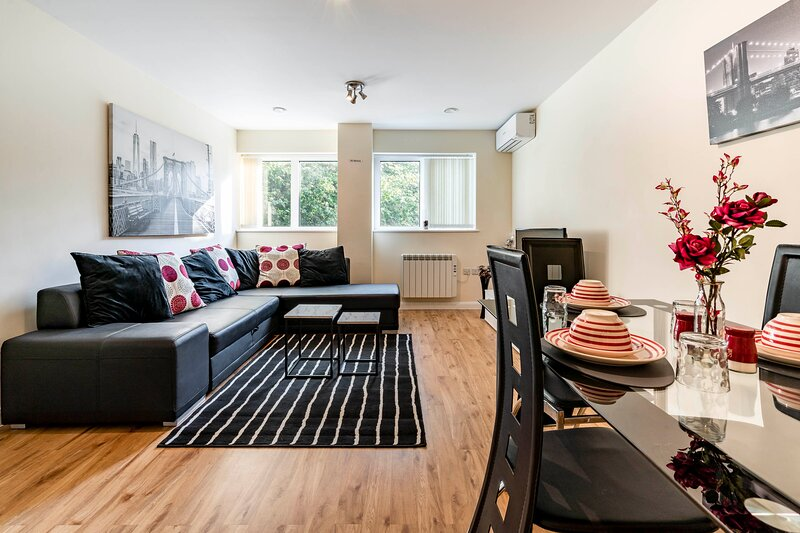 Flat 4- Entire 1 Bed Apt Central Watford -Sleeps 6, vacation rental in Borehamwood