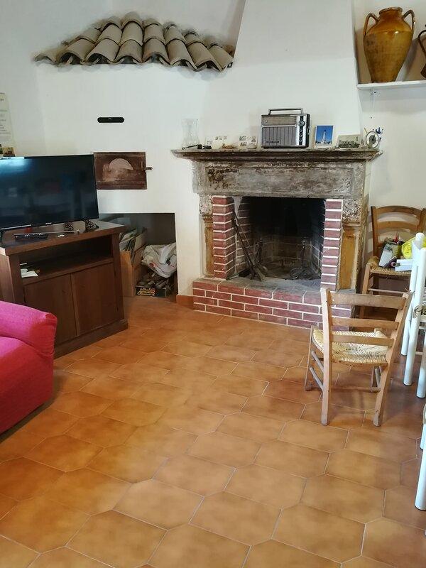 Appartamento panoramico indipendente: cucina-salotto, bagno e camera., holiday rental in Montaquila