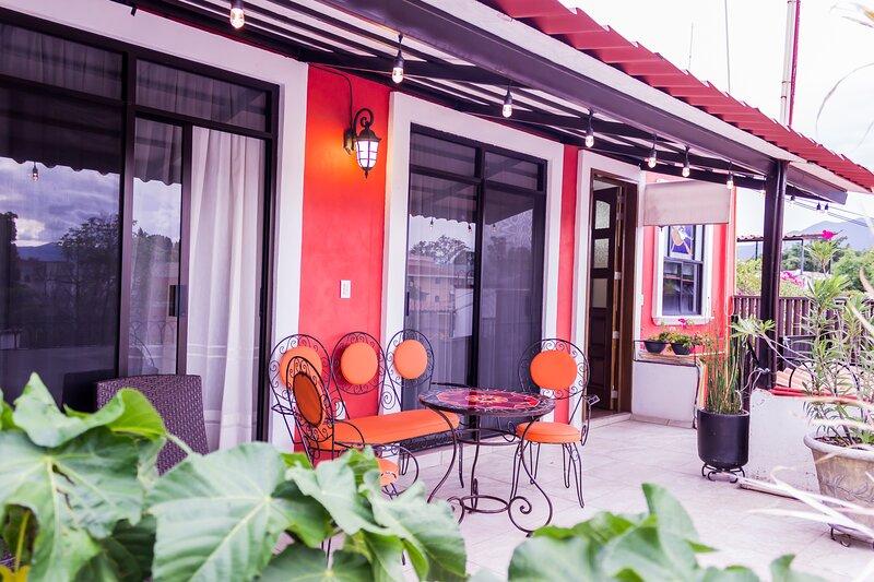 Centrico Departamento con Terraza en Jalatlaco, holiday rental in Santa Maria del Tule