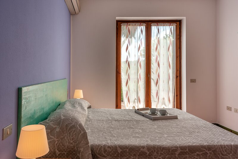 Appartamento Bilocale 4 persone Le Pavoncelle, holiday rental in Santa Teresa Gallura