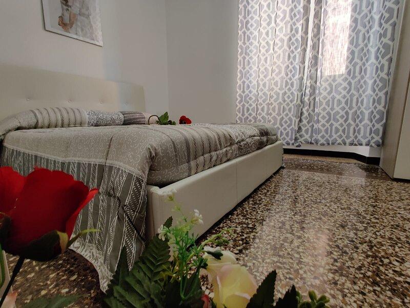 youRoomingenoa, holiday rental in Neirone