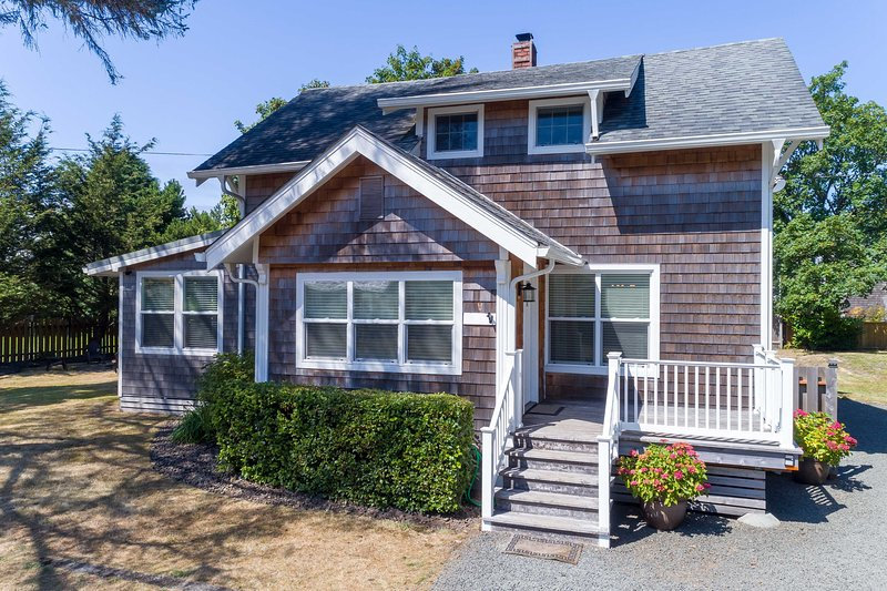 NEW! Comfort by the Coast: 10-Minute Walk to Beach, holiday rental in Gearhart