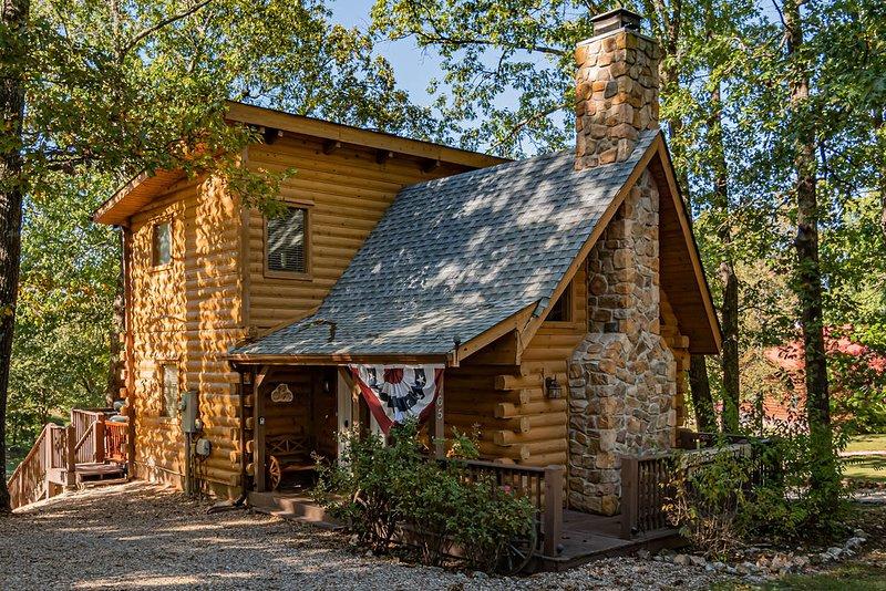 Lil' Treehouse Cabin, casa vacanza a Ridgedale