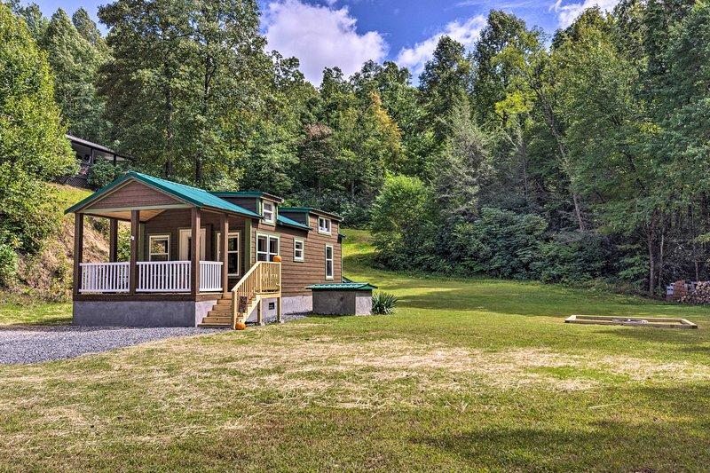 NEW! Brevard Cabin: Tiny Living Near Big Adventure, holiday rental in Rosman