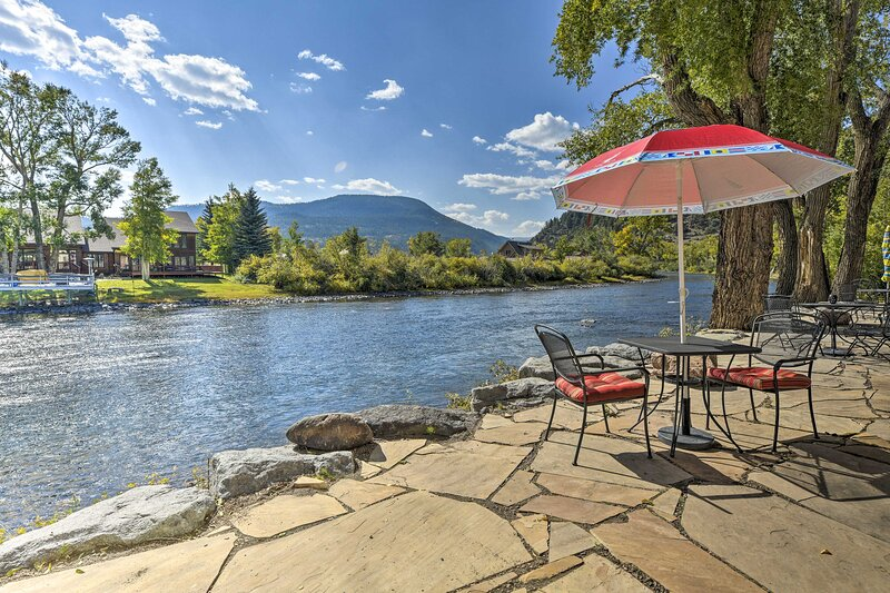 NEW! Elegant South Fork Abode: Ski, Fish, & Hike!, location de vacances à Del Norte
