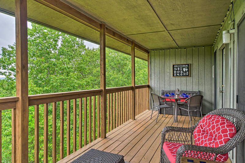 NEW! Adventure Awaits in the Ozark Mtns of Branson, location de vacances à Reeds Spring