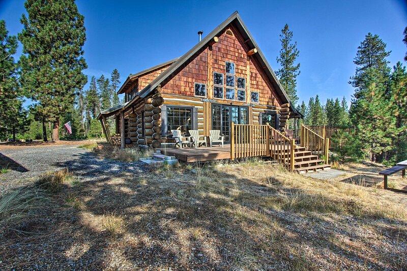 NEW! 'Snow Pine Retreat' - Secluded 5-Acre Escape!, alquiler vacacional en Crescent Lake