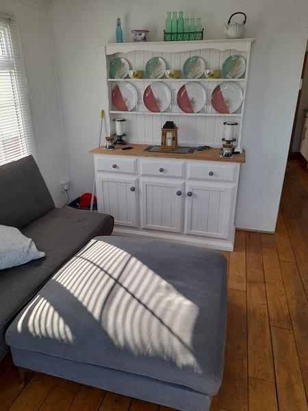 Modern 2 bedroom chalet  leysdown ken 2 double bedrooms sleeps  4t, aluguéis de temporada em Faversham