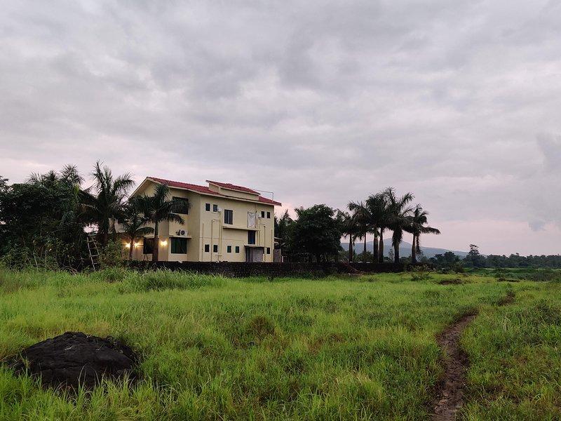 Roshan's Nature Farmstay, casa vacanza a Thane District