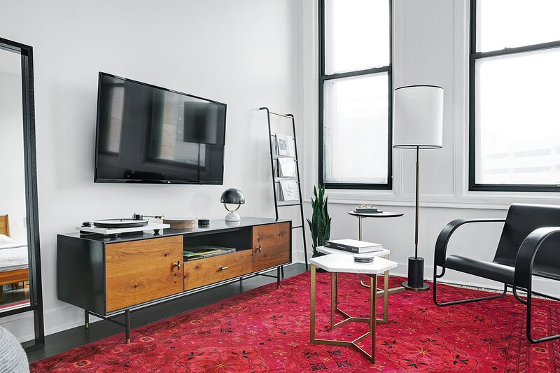 Abode | The Pennsylvanian | Studio Suite, vacation rental in Crafton
