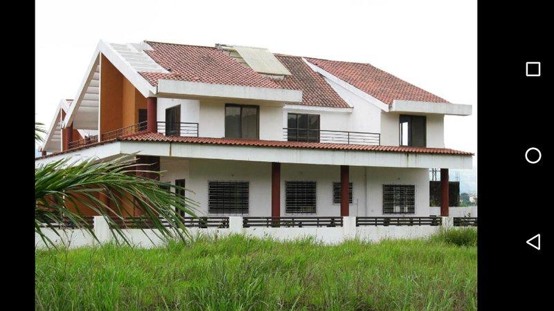 Hills, Trains & Mist, Luxury & Serviced Holiday Home, location de vacances à Kamshet